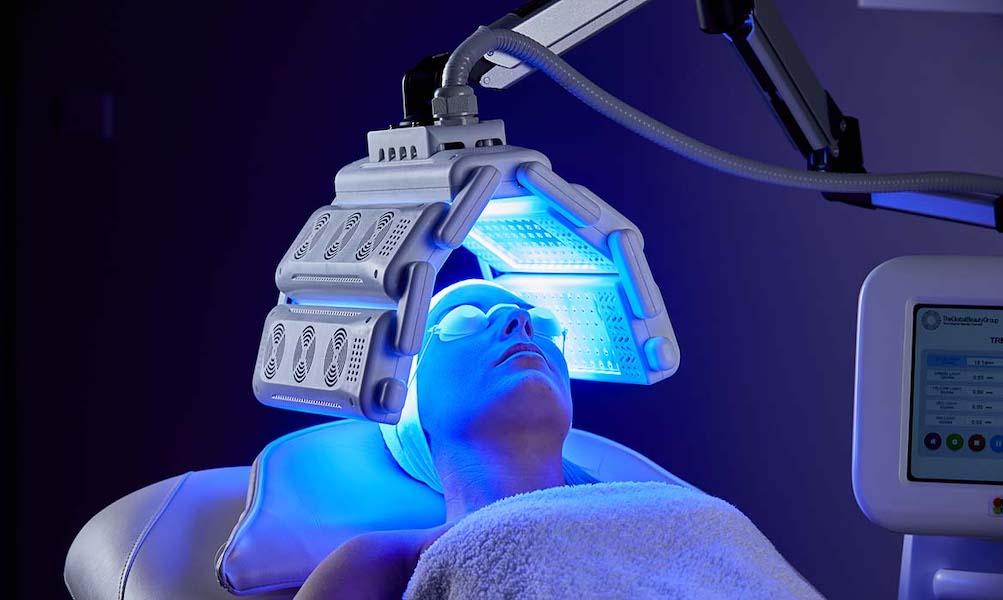 Phương pháp trị liệu bằng ánh sáng xanh giúp làm đẹp da, điều trị các bệnh da liễu
